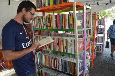 Feira traz cinco mil livros a preços populares