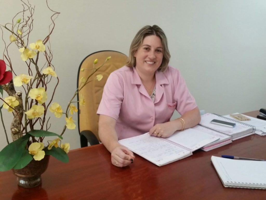 Camila Locatelli é terapeuta ortomolecular e realiza o detox pelos pés em Itapeva