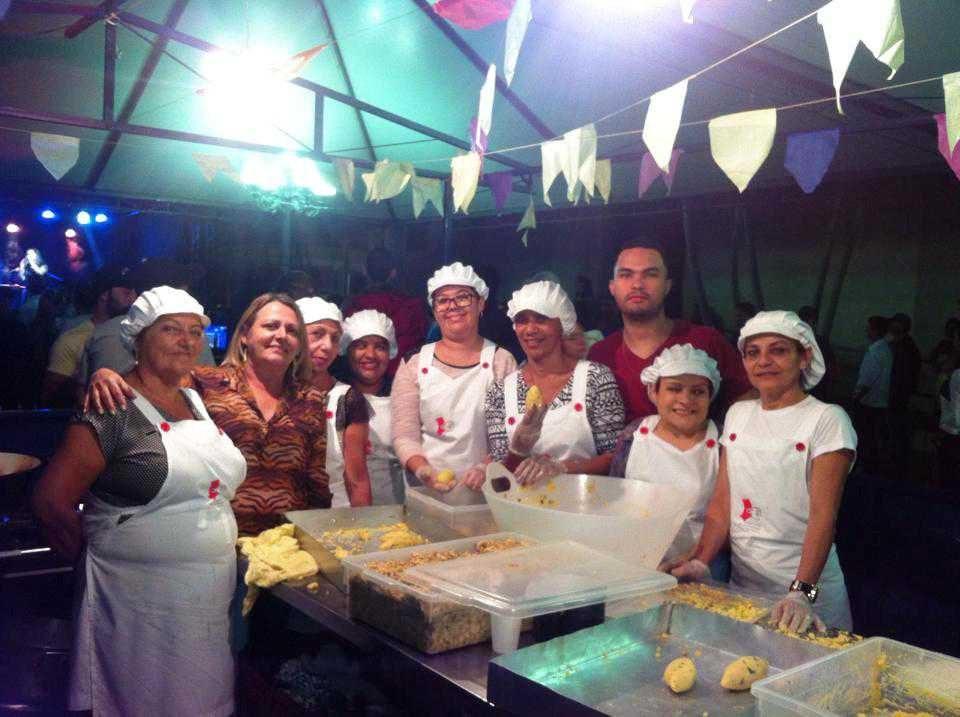 Voluntárias do Fundo Social de Solidariedade no Arraiá do Nhô Bentuca o ano passado