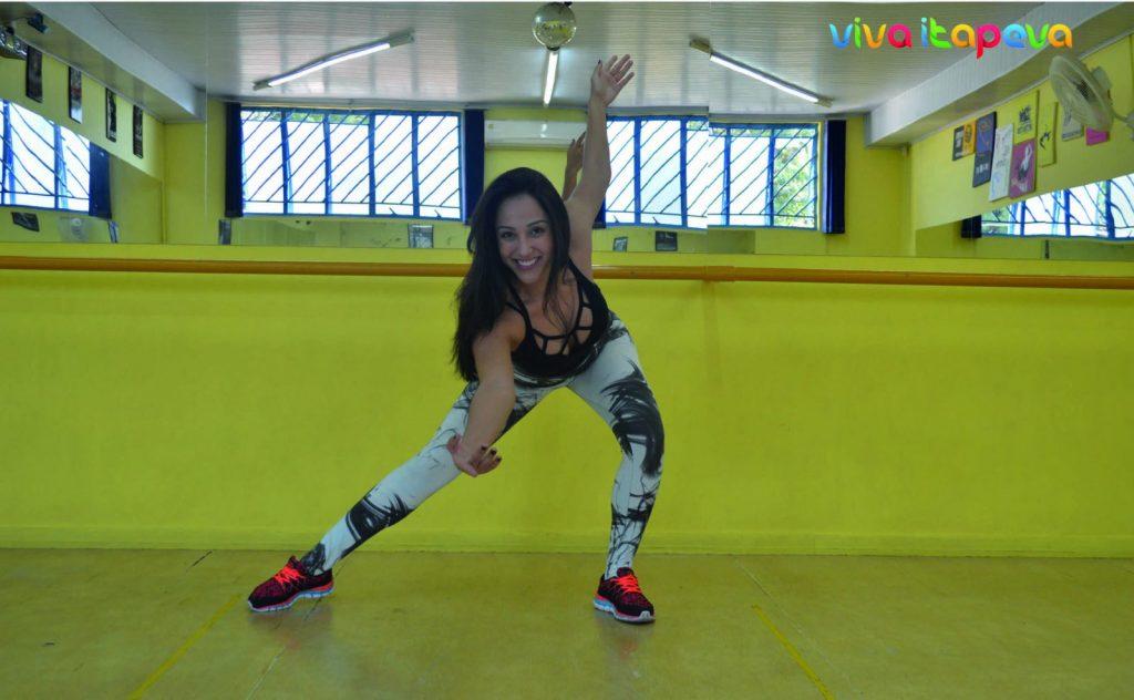 A bailarina Gabriela Duarte é responsável pelas novas modalidades de dança da academia