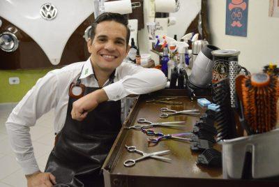 Empresário cria barbearia vintage para agradar público masculino