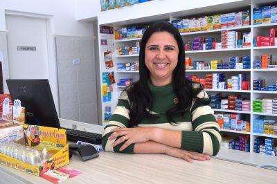Fernanda Freitas Bossarti investiu em uma farmácia e está satisfeita com os resultados