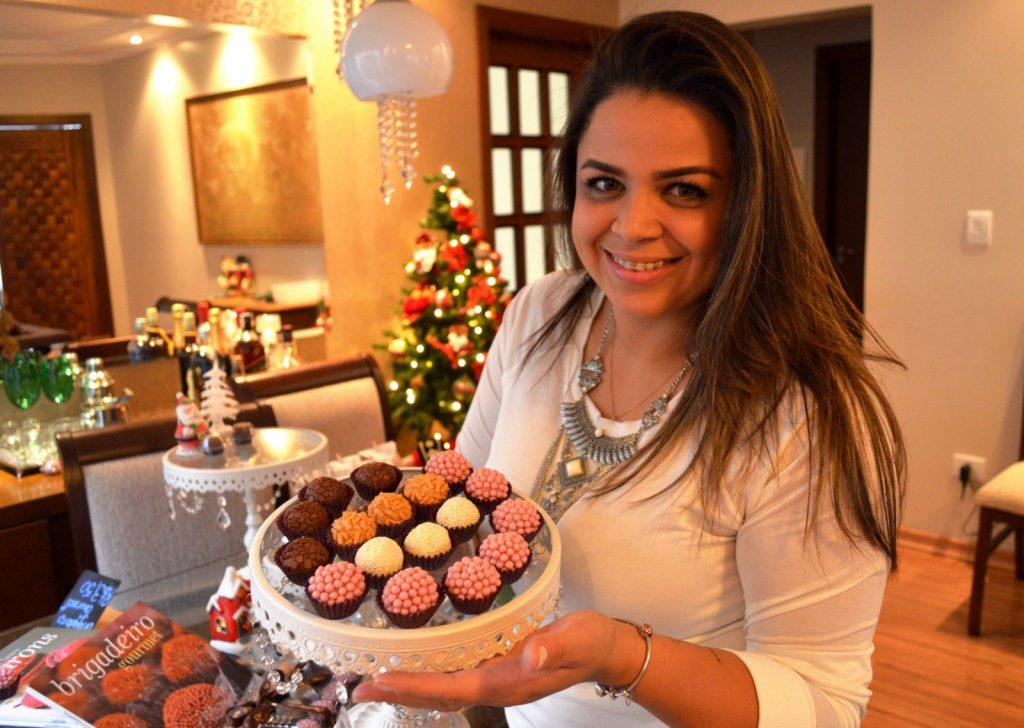Paula Gonçalves é confeiteira profissional e busca o título de Chef Pâtissier