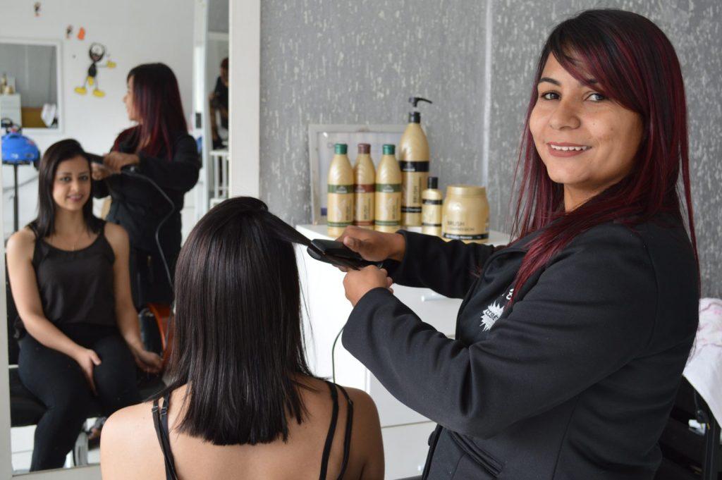 Tecnologia exclusiva trazida a Itapeva por Cíntia garante cabelos 100% lisos e sem ajuda do formol
