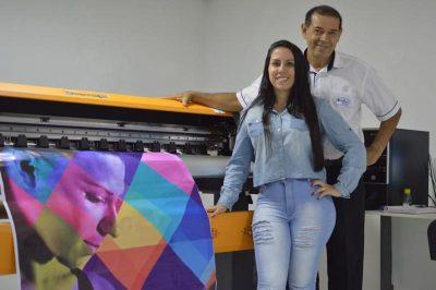 impressora-faz-adesivos-de-ate-160-cm-de-largura-sem-emendas_800x532
