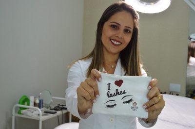 Dani Macedo traz técnica internacional de extensão de cílios para Itapeva