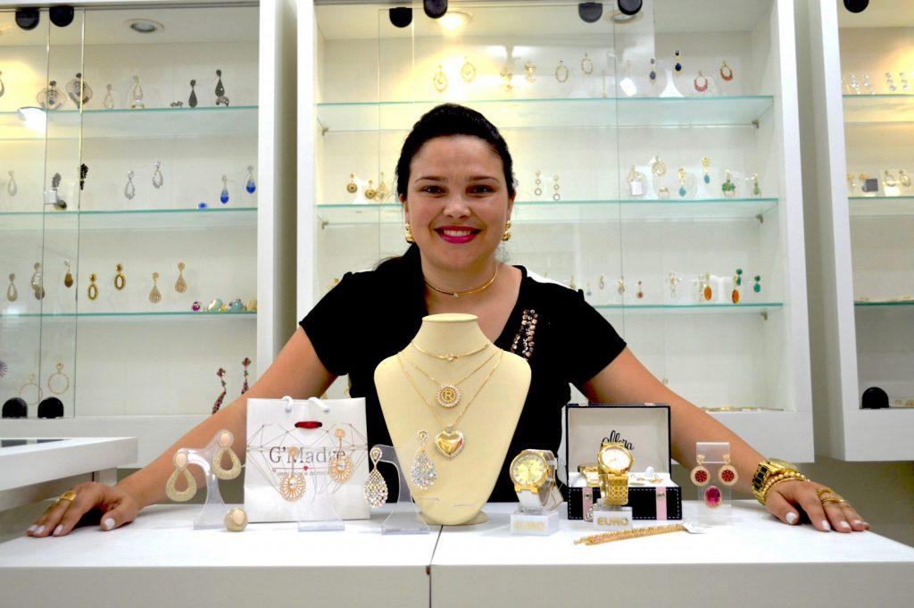 A empresária Grazieli investe em qualidade e beleza das semijoias da marca G'Madre