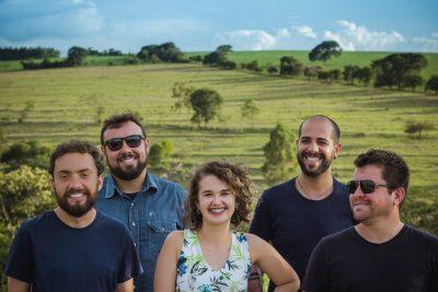 Banda Supernós faz sucesso cantando o amor