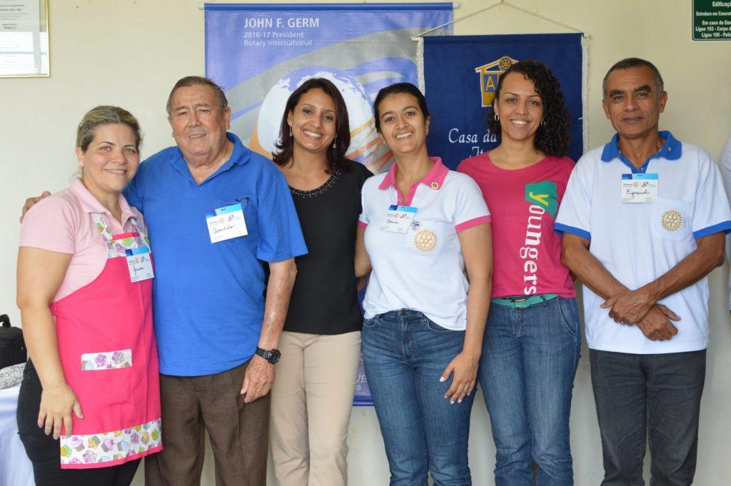 Rotarianos, palestrantes e mulheres da Casa da Amizade promoveram o evento