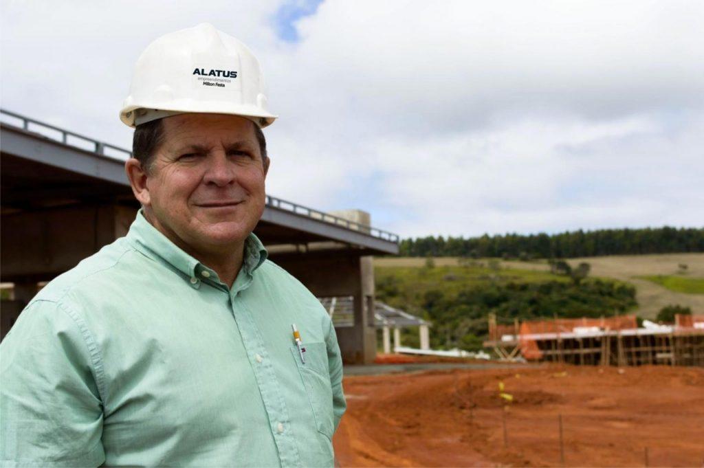 O arquiteto Milton Festa, nas obras do loteamento fechado do Ouroville Itapeva