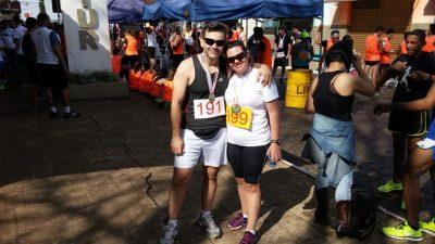 Fabrícia e o marido Claudio, na primeira corrida em Itararé (SP)