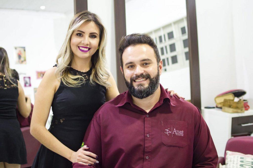 O casal de empresários Claiton Emanuel de Almeida e Amanda Costa
