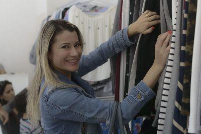 Luiza Gonçalves elogia a qualidade e os preços das roupas