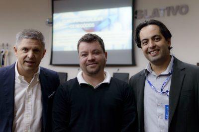 O palestrante Erik Penna, Josué Santos da Chiavini & Santos e Rafael Barreto, gerente do Sebrae-SP