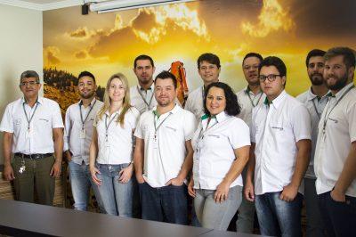 Equipe técnico e administrativa da Chiavini & Santos, sediada em Itapeva (SP)