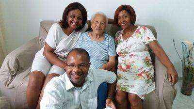 Aos 102 anos, Elza Fructuoso comemora a vida