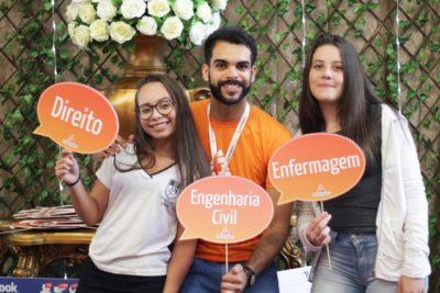 Centenas de alunos de Itapeva participam de evento sobre carreiras e profissões