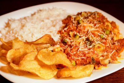 Caipira abre para almoço com pratos executivos e marmitex