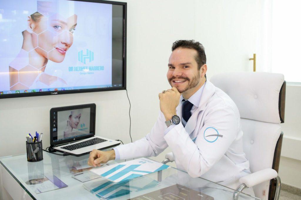 Dr Hermes Marrero em seu novo consultório, em Sorocaba