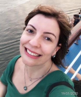 A advogada Renata Domingues recomenda os serviços da Amo Sobrancelhas