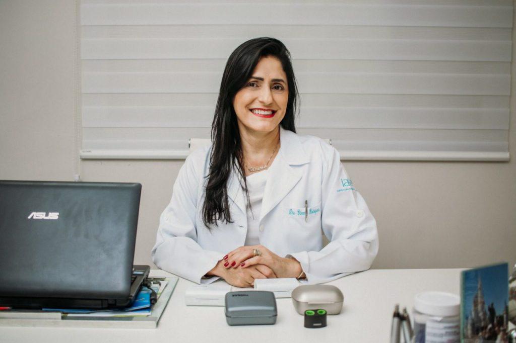 A fonoaudióloga Dra Edvânia Rodrigues atende no iave