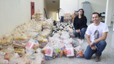 Raquel Murat e Célio Vasco na entrega das cestas à Apae