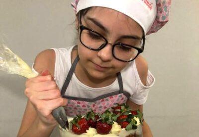 Aos 11 anos, Fernanda faz sucesso com loja de gostosuras