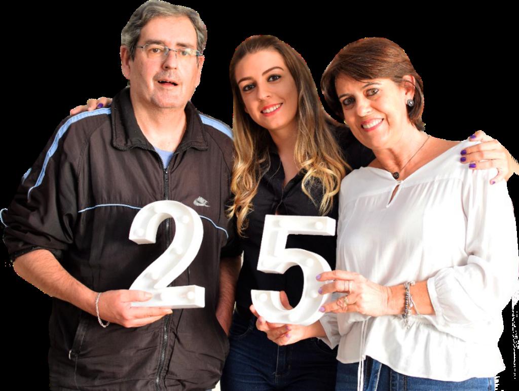 Antônio Luiz, Luciana e Ivana comemoram a inauguração do Gula Gula Confeitaria Artesanal